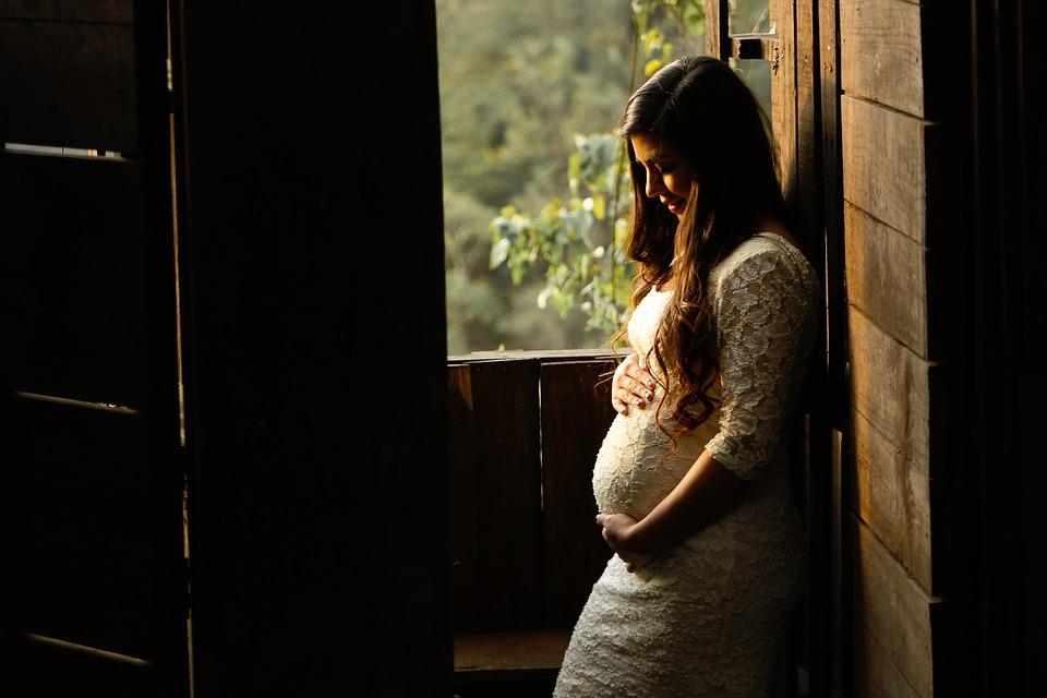 Rinite allergica e gravidanza: ecco le precauzioni di prendere